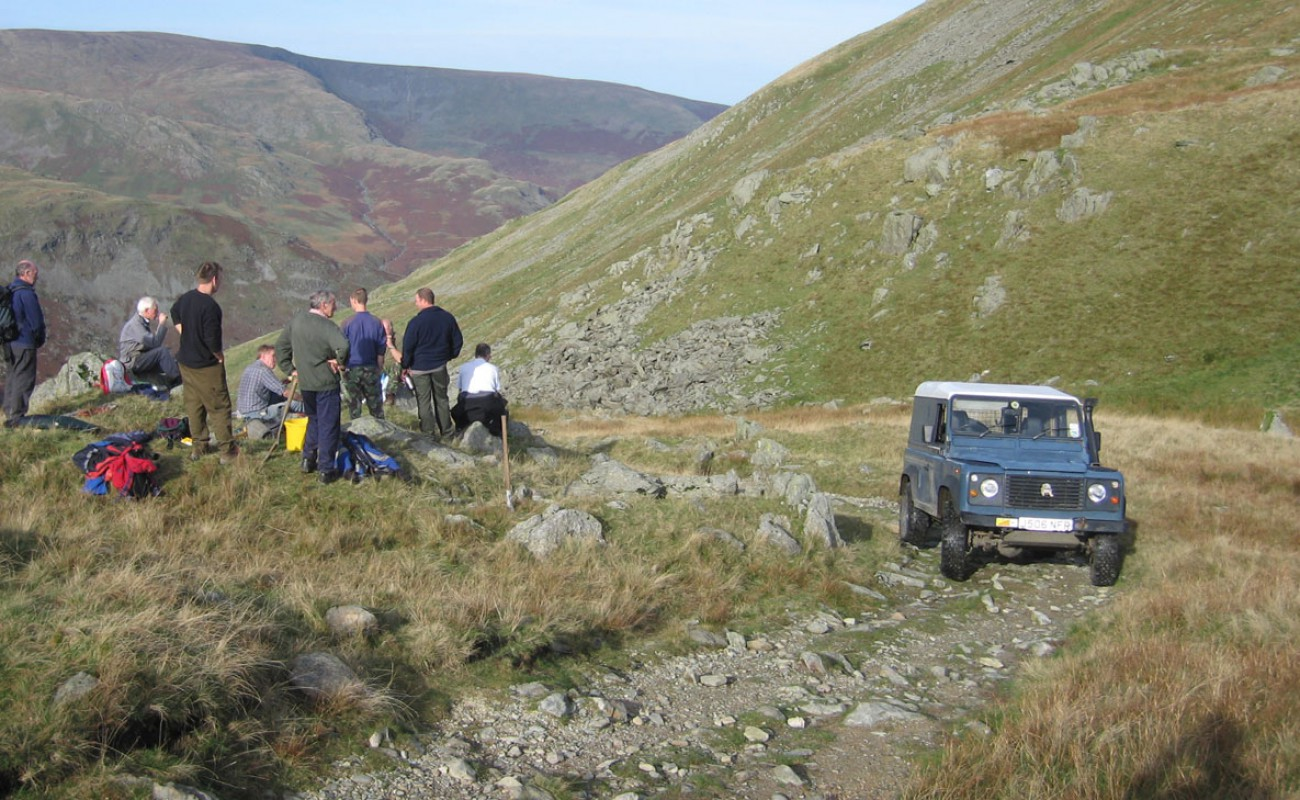 01 A Gatescarth repair day – The TRF and GLASS team taking a break